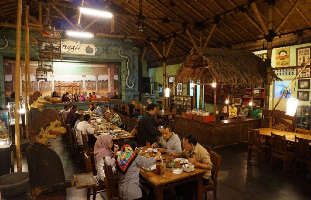Rumah Makan INGGIL, resto dengan konsep jawa jaman dahulu